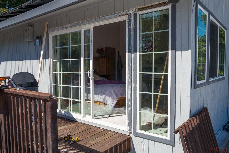 Yhdistämällä turvallisuus ja tyyli näytön ovien asennuksiin kotona