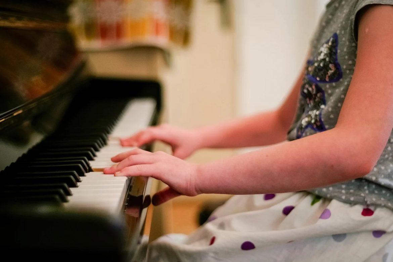 Viisi julkkista, jotka olisivat voineet pelata pianoa ammattimaisesti